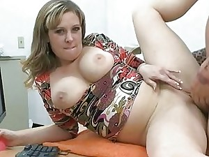 Milf exposes cootchie to get it tucked hard