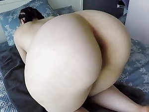 Unexperienced hottie teases her big plump rump with a fake penis