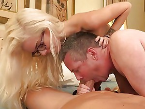 Halle Vons husband eating cock