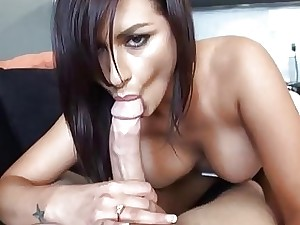 Bombshell is bestowing oral stimulation pecker riding