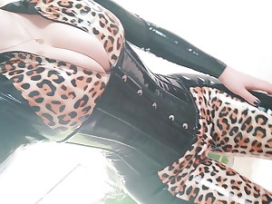 Latex Love glove Catsuit Selfie Video, Cougar in fashion Catsuit