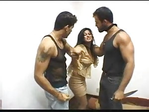 Violentando Renata Angel